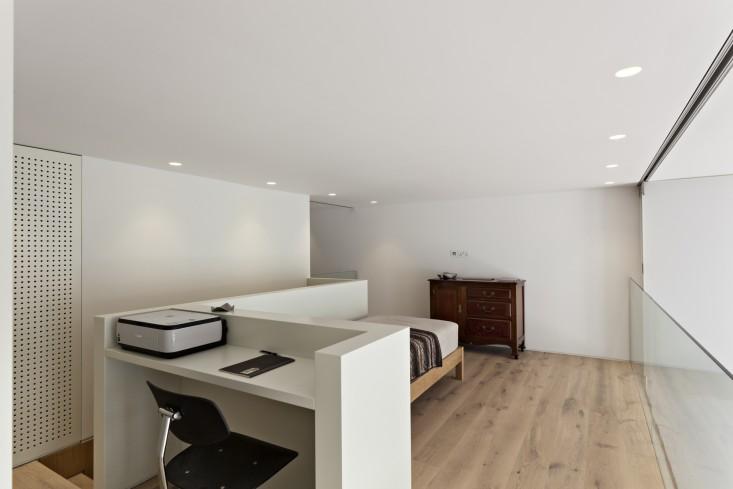 De-Vere-Gardens-Loft-Bedroom-Remodelista