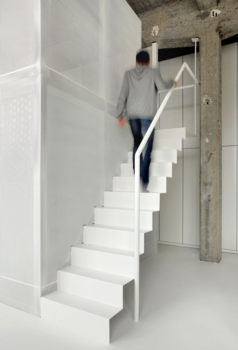 Loft-in-Brussels-by-adn-architectures_dezeen_14