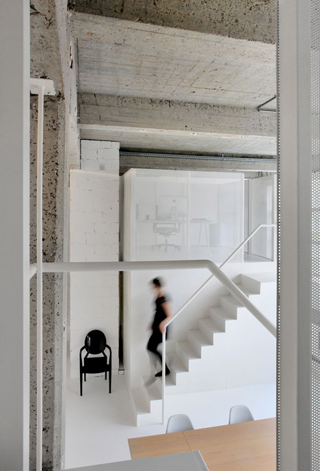 Loft-in-Brussels-by-adn-architectures_dezeen_20