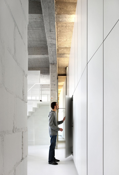 Loft-in-Brussels-by-adn-architectures_dezeen_24