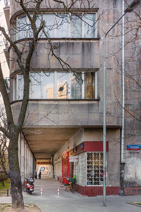 Zapiekanka-restaurant-in-Warsaw-with-painted-steel-frames-by-MFRMGR_dezeen_14