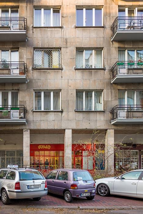 Zapiekanka-restaurant-in-Warsaw-with-painted-steel-frames-by-MFRMGR_dezeen_15