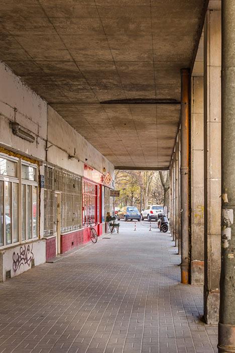 Zapiekanka-restaurant-in-Warsaw-with-painted-steel-frames-by-MFRMGR_dezeen_16