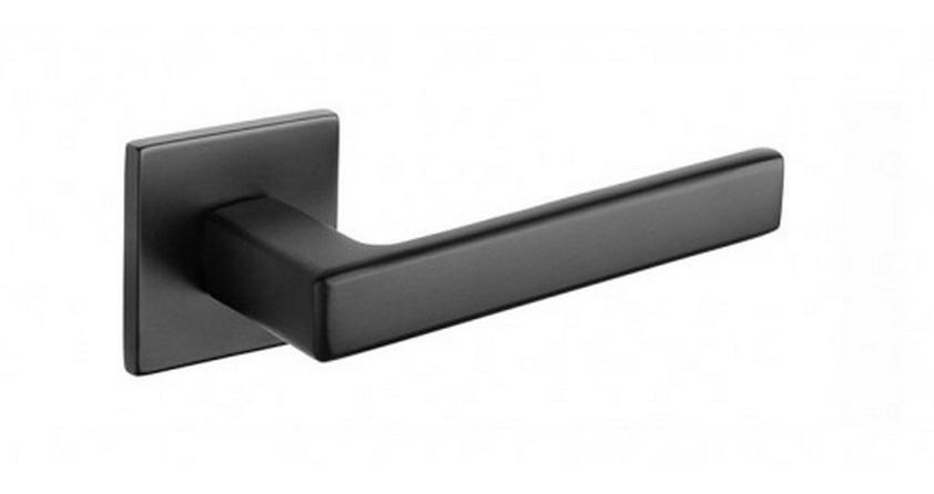 Czarna klamka TUPAI 3095 Q 5S na kwadratowej rozecie